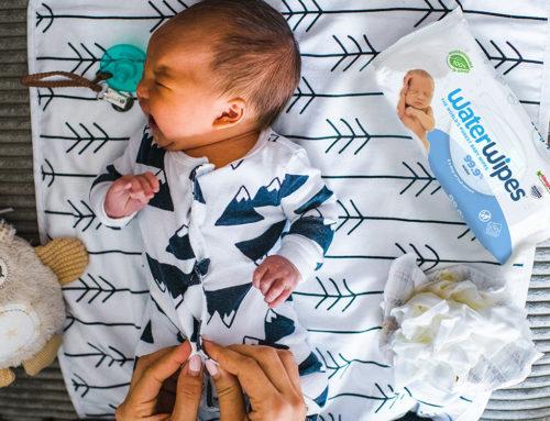 Гледане на бебе само с две ръце